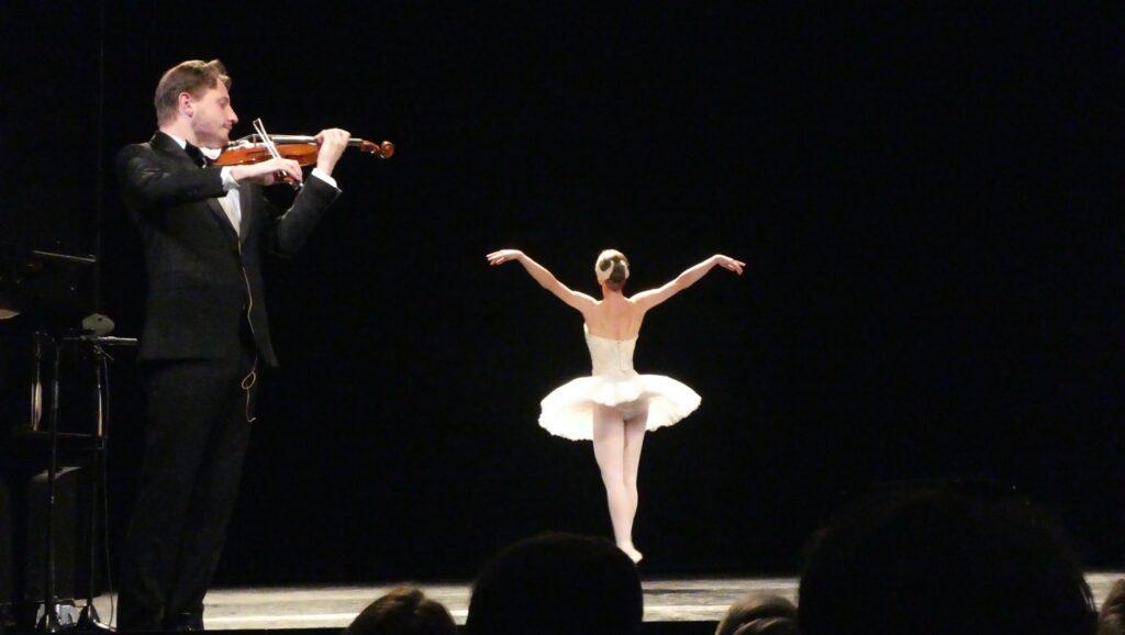 Niklas Walentin og Ida Praetorius i Den døende svane, Lyse Nætter, Bellevue Teatret. Foto: France de Krassilnikoff